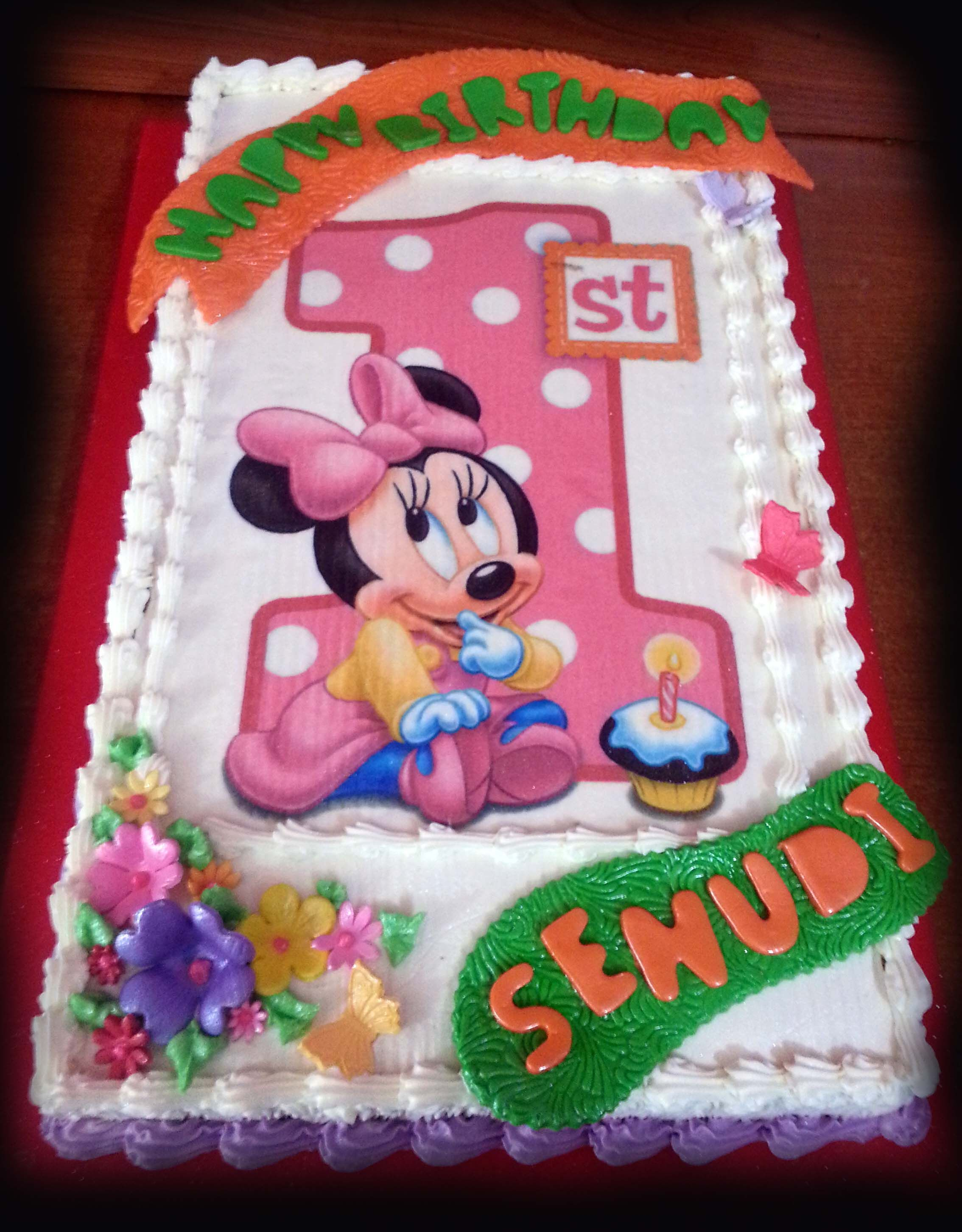 Minnie Mouse One Year Birthday Cake For A Baby Girl Done By Me And My Mom Birthday Cake With Photo Minnie Mouse Birthday Cakes Baby First Cake