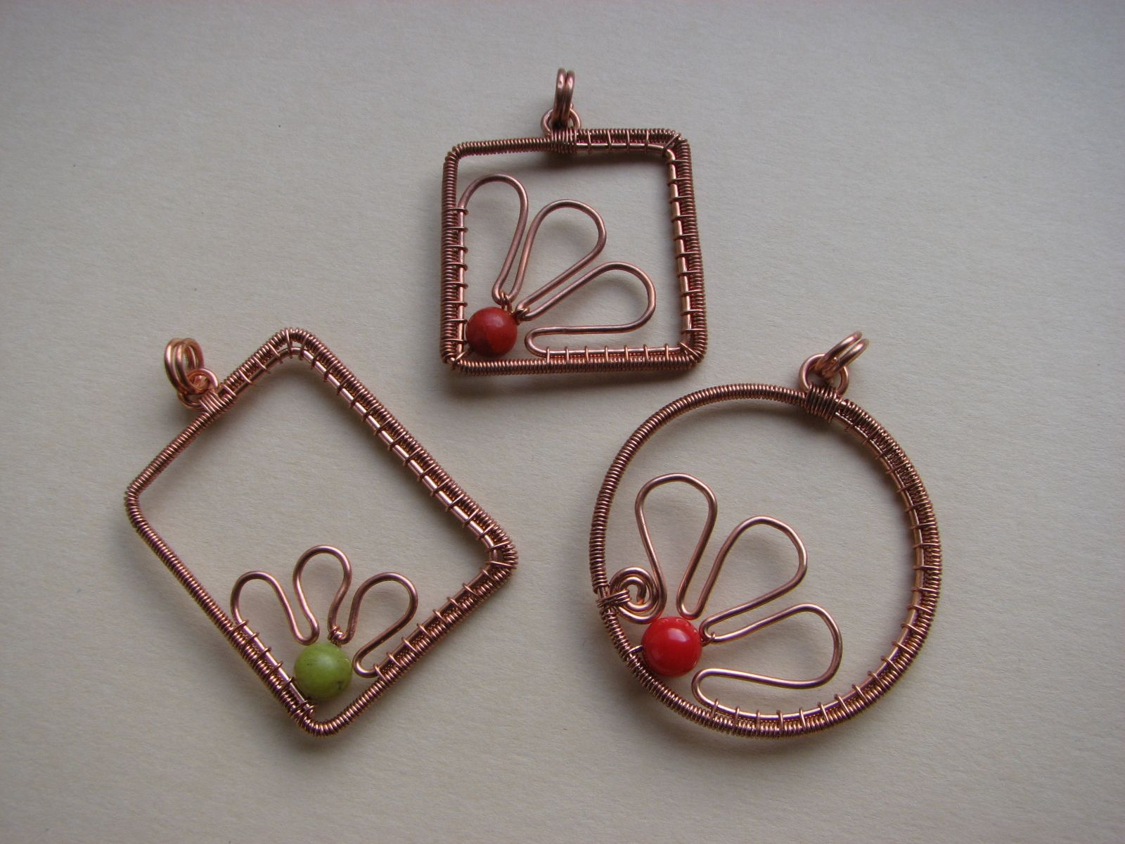 Variations on the same theme Wire wrapped jewelry Wire wrapping