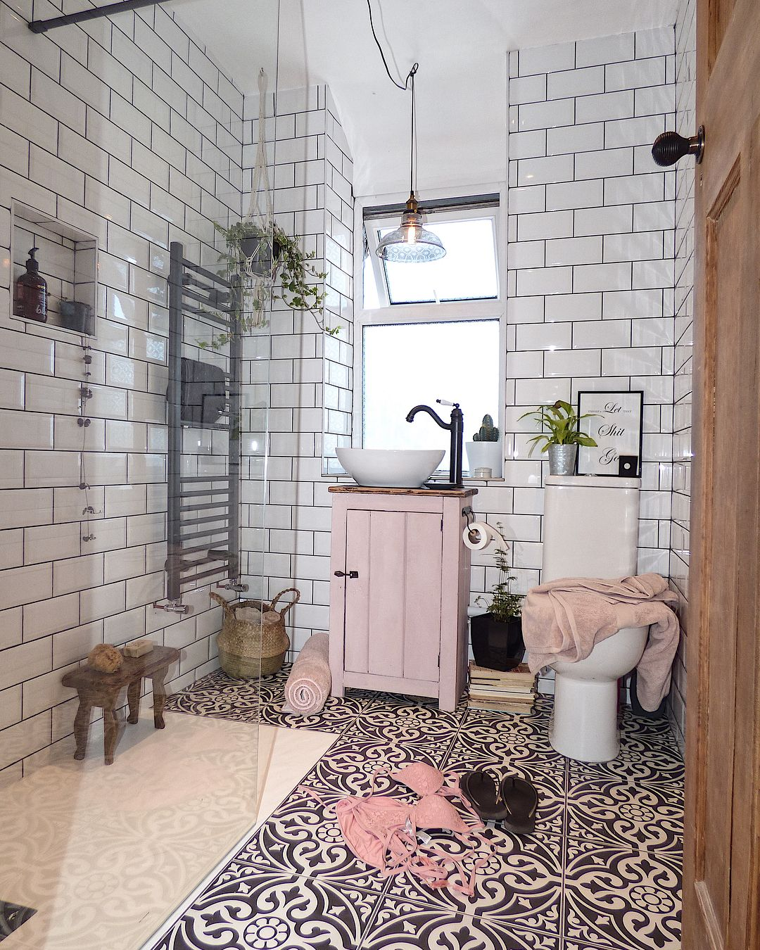Bora Da Insta Sun Is Shining Here In North Wales And I Got All My Chores Done Yesterday So Today I M Going To Read A Book Pink Room Design Home Famous inspiration bathroom color