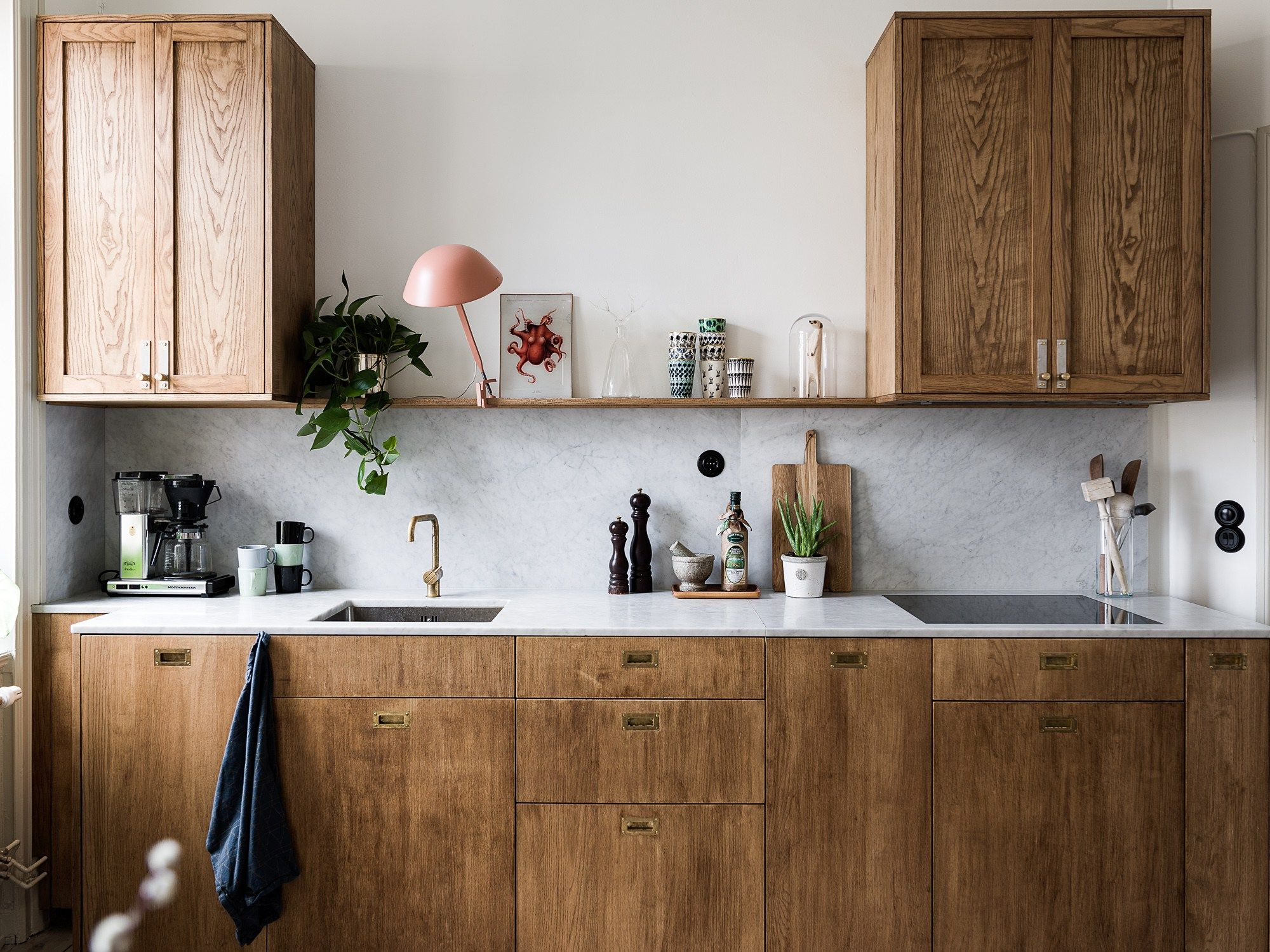 Stylish And Spacious Living Area Coco Lapine Design Kitchen Marble Kitchen Interior Kitchen Trends