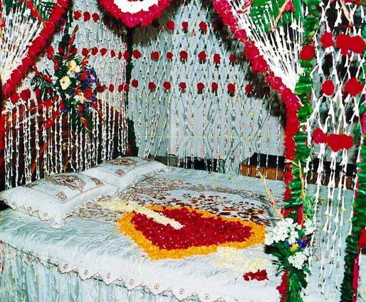 Romantic Bedroom Decoration Ideas For Wedding Night Is One Of The Most Attractive Function In Wedding Night Romantic Bedroom Decorating Id