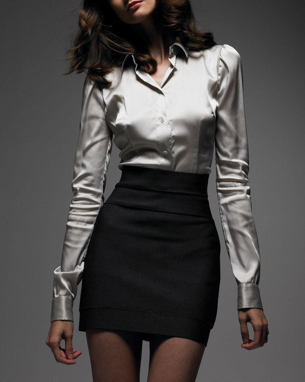 fc784afda camisa seda plateada con falda negra | My Style | Trajes de vestir ...