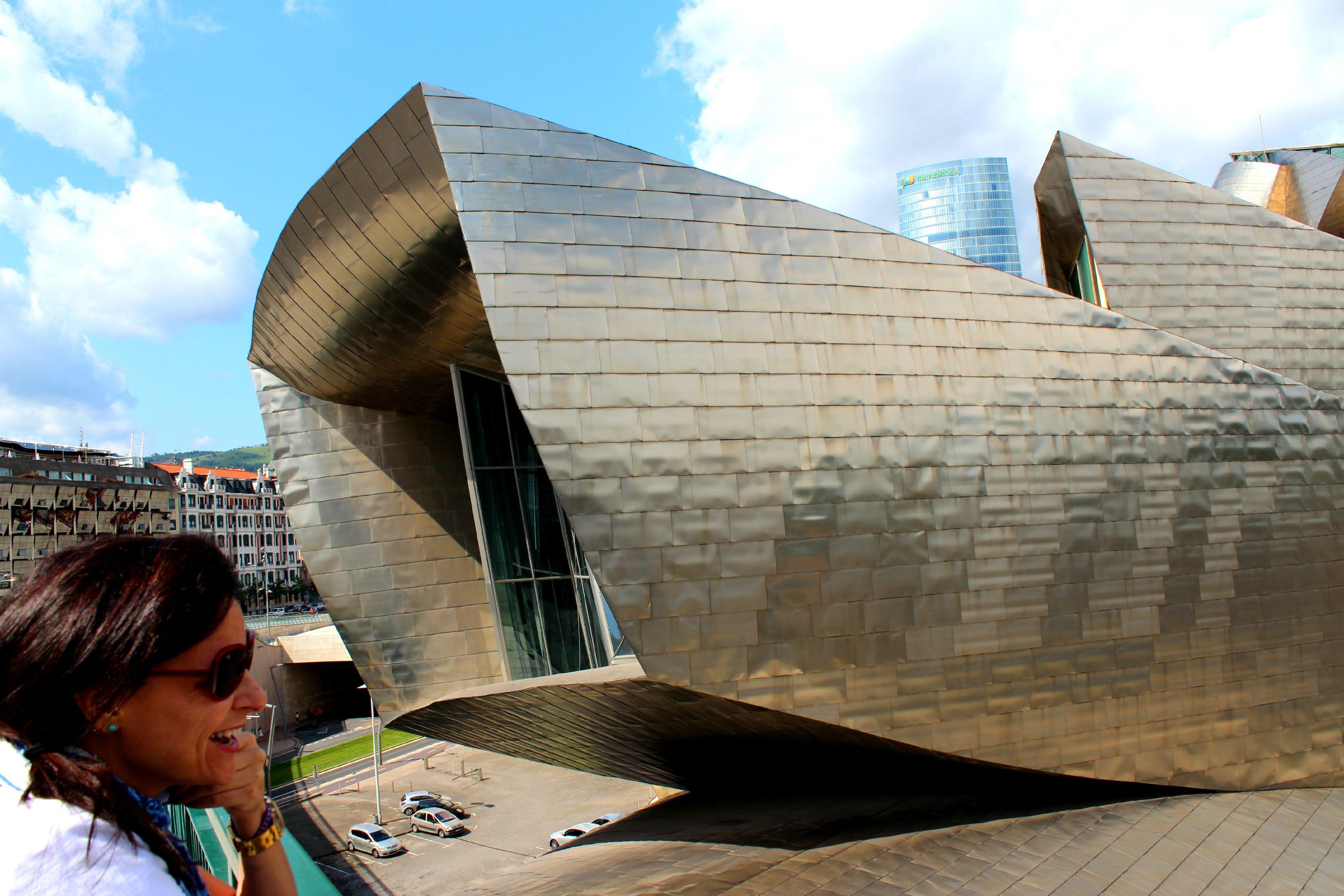 O que fazer - Caminhar pela Ponte de la Salve para ter certeza que o Museu Guggenheim é mesmo incrível! #bilbao