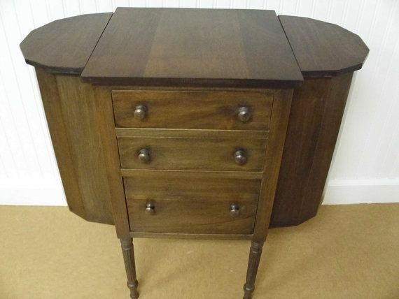 Superbe Vintage Sewing Cabinet
