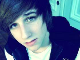 Resultado de imagen para  chicos  ojos azules lindos