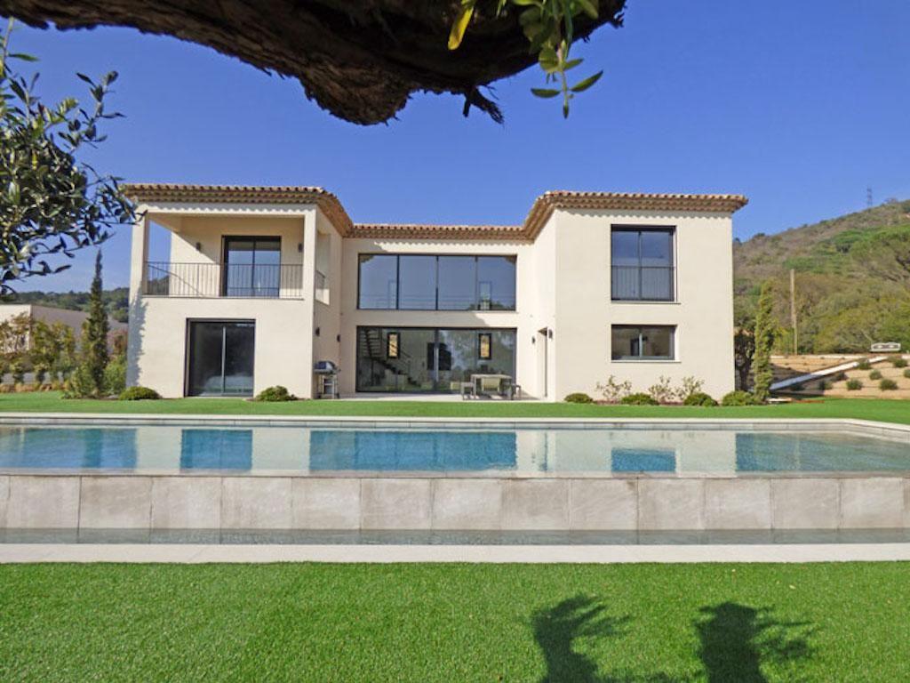 Schöne Moderne Villa Im Hinterland Von St Tropez #Grimaud Diese Villa,  Erbaut Haus Im Jahr 2015, Setzt Sich Wie Folgt Zusammen:   Eingang   Großes  ...