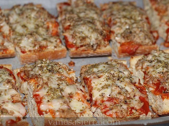 """El pan-pizza o también conocidos como """"paninis"""" son perfectos, es una receta fácil de preparar y que lleva ingredientes que son de muy de te..."""