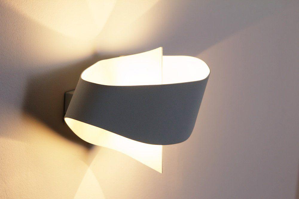 Applique lampada da muro bianca metallo stile moderno design