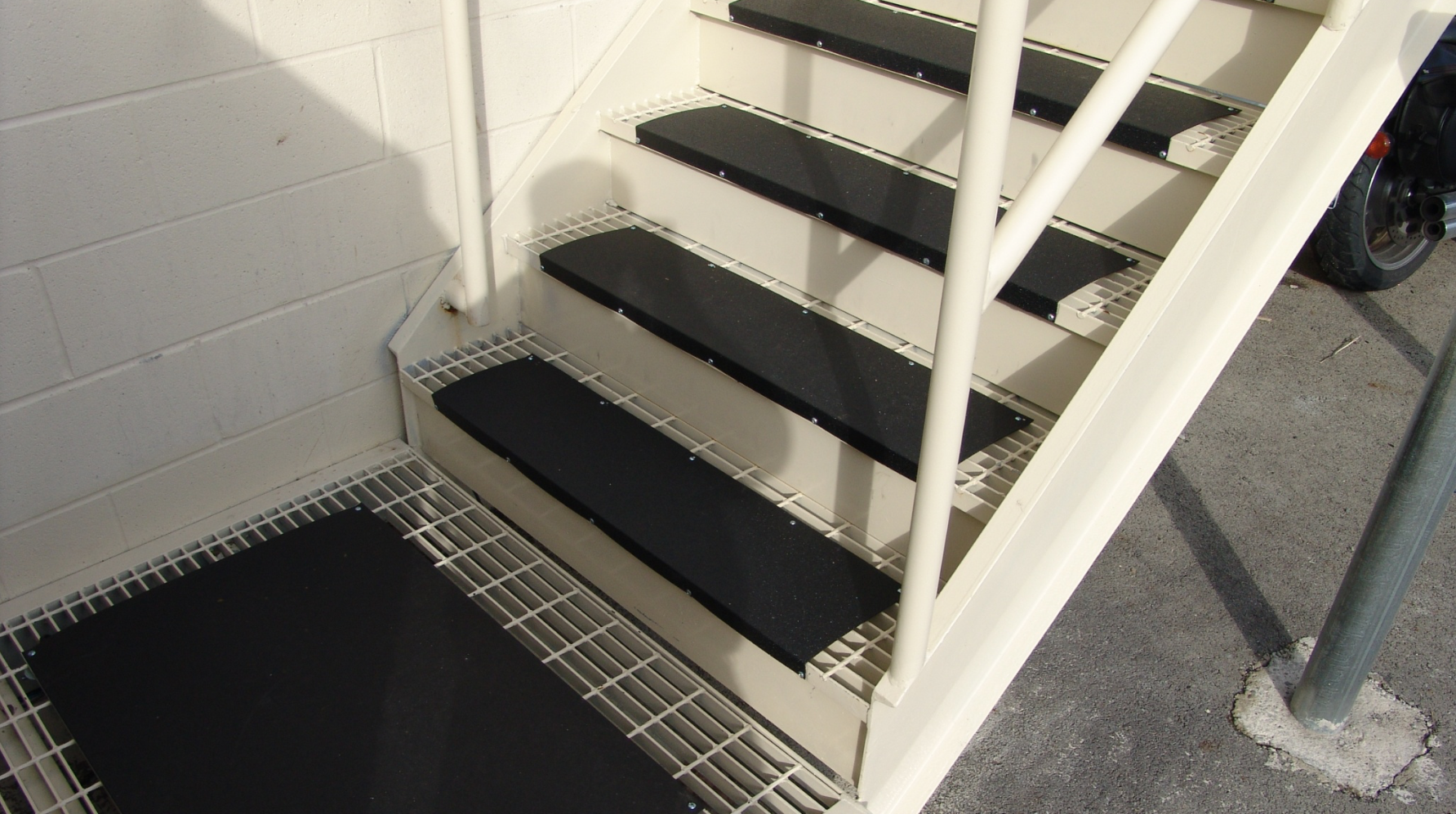 These Stairs Look Great To Have In The Winter Since They Re Heated It Would Eliminate The Chance Of Snow And Ice Form Commercial Stairs Outdoor Stairs Stairs
