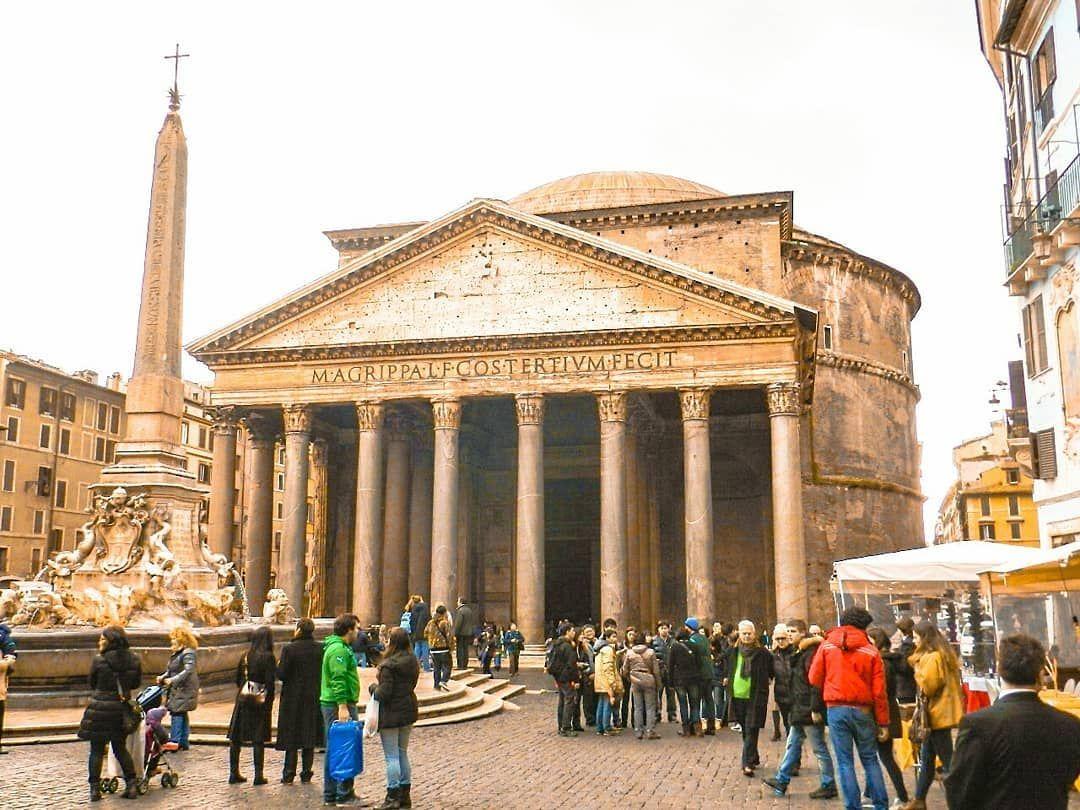 Panteón de Agripa. . Construido entre el año 118 y 125, no solo es uno de  los edificios mas bellos y mejor conservados de Roma, sino t… in 2020    Scenes, Street view, Views