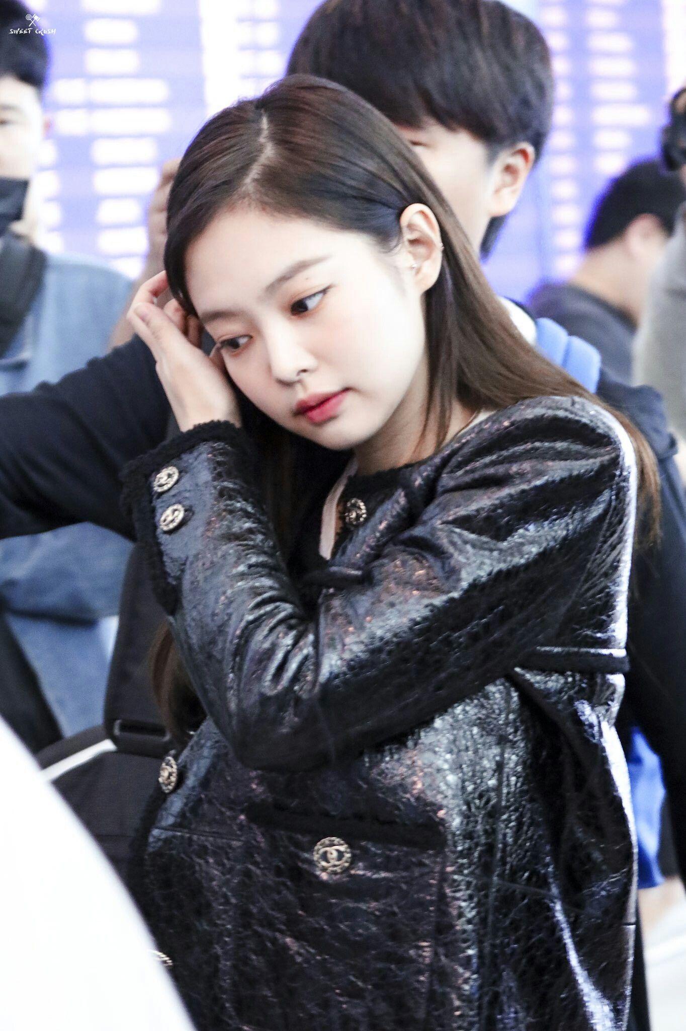 Pin By Puffy On Jennie Blackpink Jennie Female Singers Asian Beauty