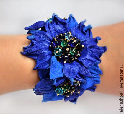 pulsera hecha a mano