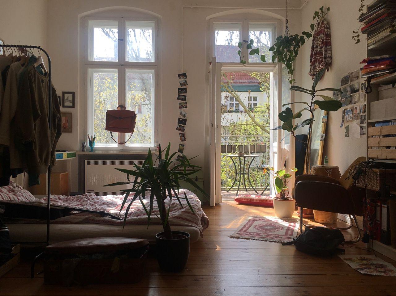 Schlafzimmer kolonialstil ~ Steinwand rustikales schlafzimmer viel holz deckenverkleidung
