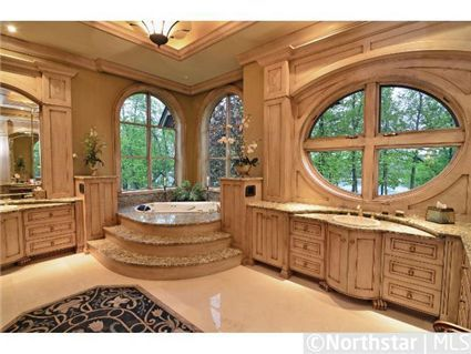 Love all the natural light in this bathroom!
