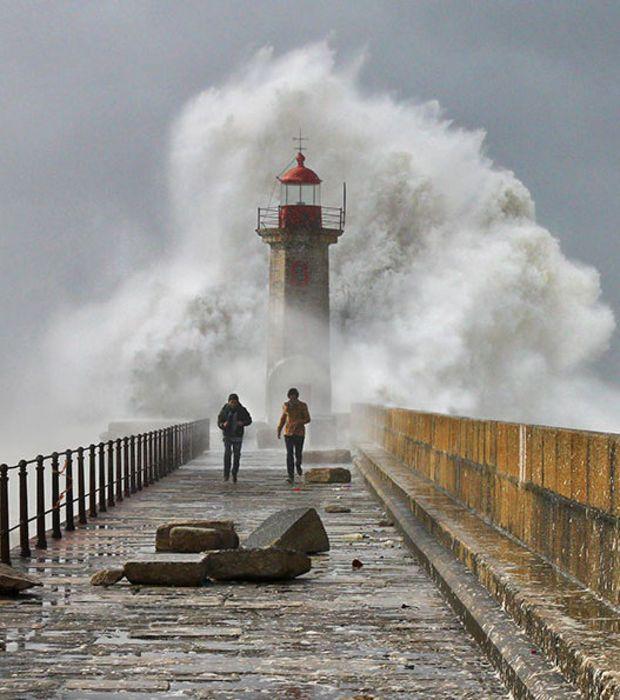 Photo : Phares majestueux: Une violente tempête à porto, au Portugal