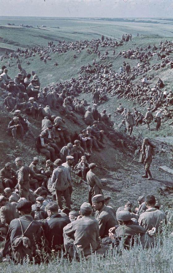 Soviet POWs captured by Hungarian army. Tamás Konok.