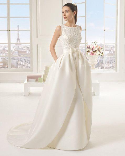 Kleid und Schleppe aus Strass besetzter Mikado-Seide und Duchess-Satin, naturfarben. Naturfarbenes Kleid und Schleppe aus Strass besetzter Mikado-Seide.