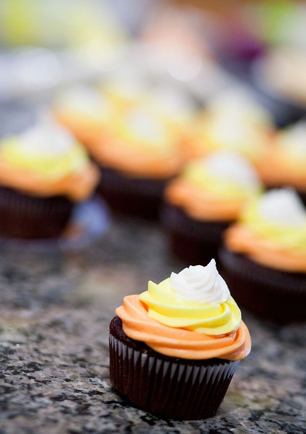 Halloween cupcake decoration idea - candy corn Fall Pinterest - decorating ideas for halloween cupcakes