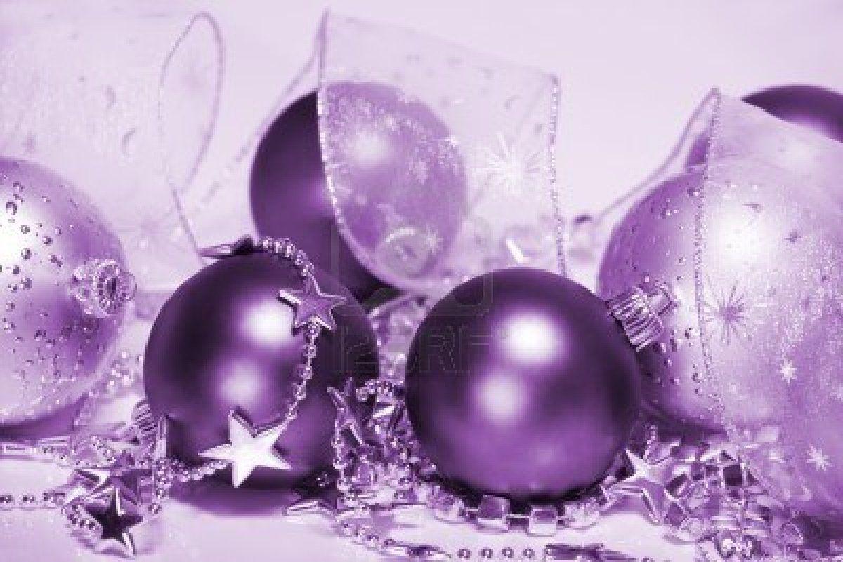 Paarse Kerst Accessoires.Stock Photo Kerstmis Paarse Kerst Paars En Kleuren