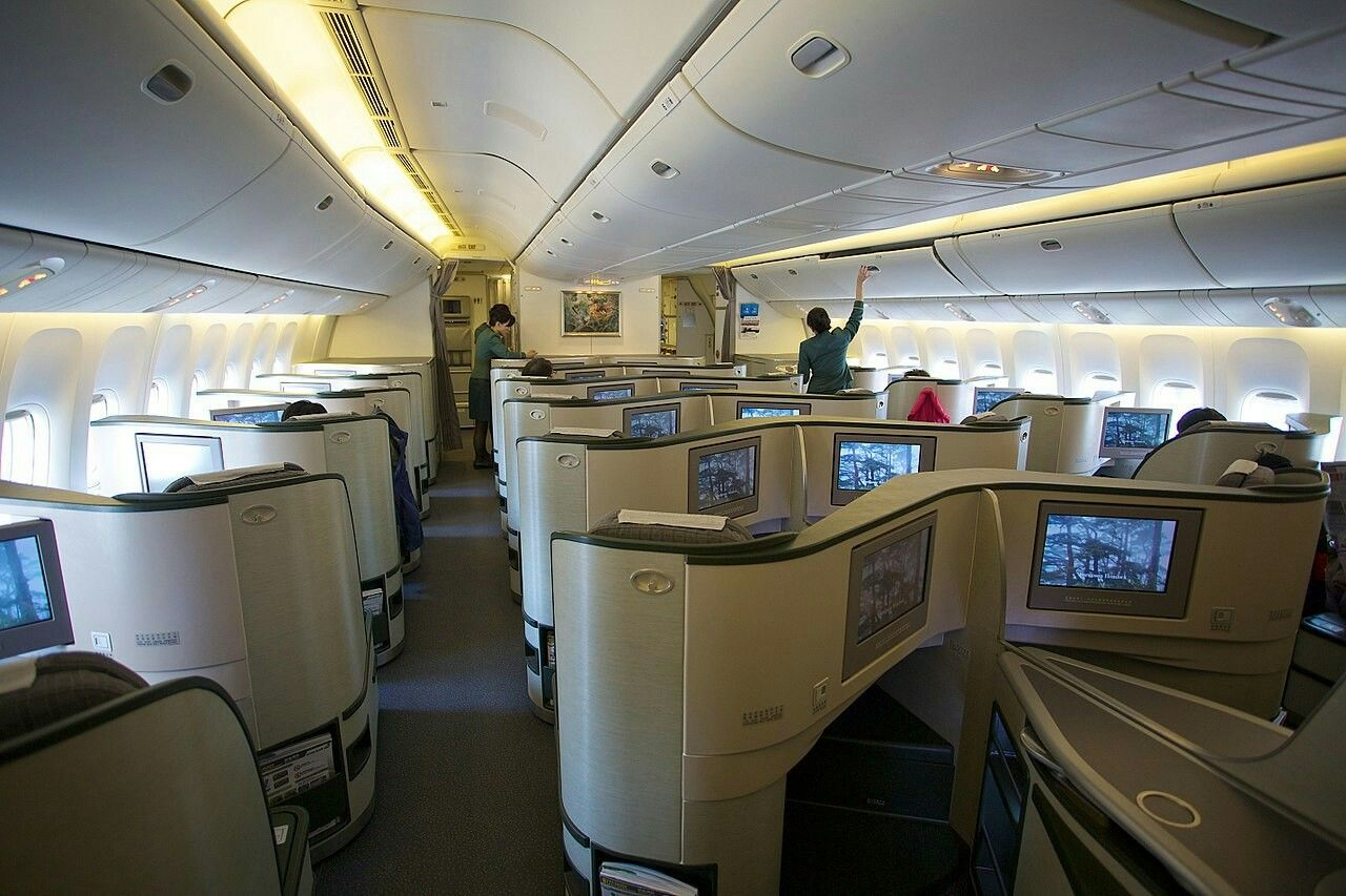 Pin by Thet Naing Htoo on Boeing 777 Cabin design