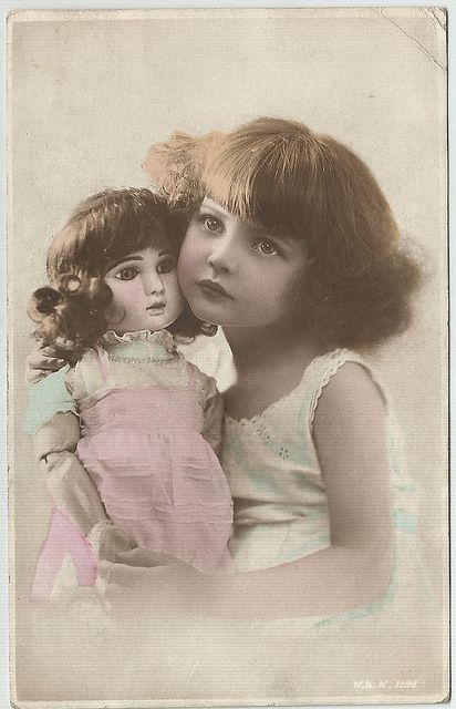 girl with jumeau (commercial photo) by Lauren Jaeger Mikalov, via Flickr