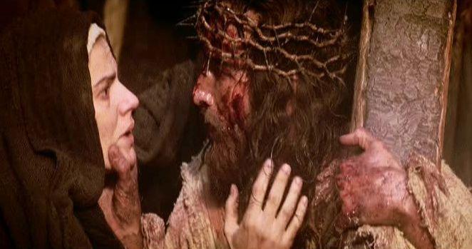 VIA CRUCIS: CUARTA ESTACION - JESÚS SE ENCUENTRA CON SU MADRE | Te ...