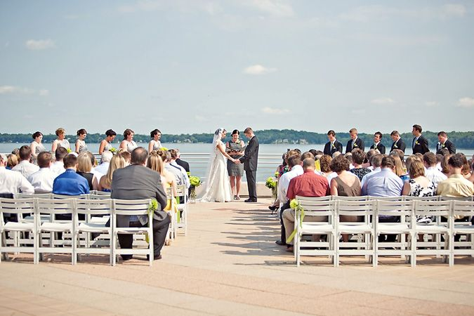 The Monona Terrace Rooftop Is The Perfect Location For Your Outdoor Wedding With Captivating And Picturesque La Monona Terrace Lakeside View Wisconsin Wedding