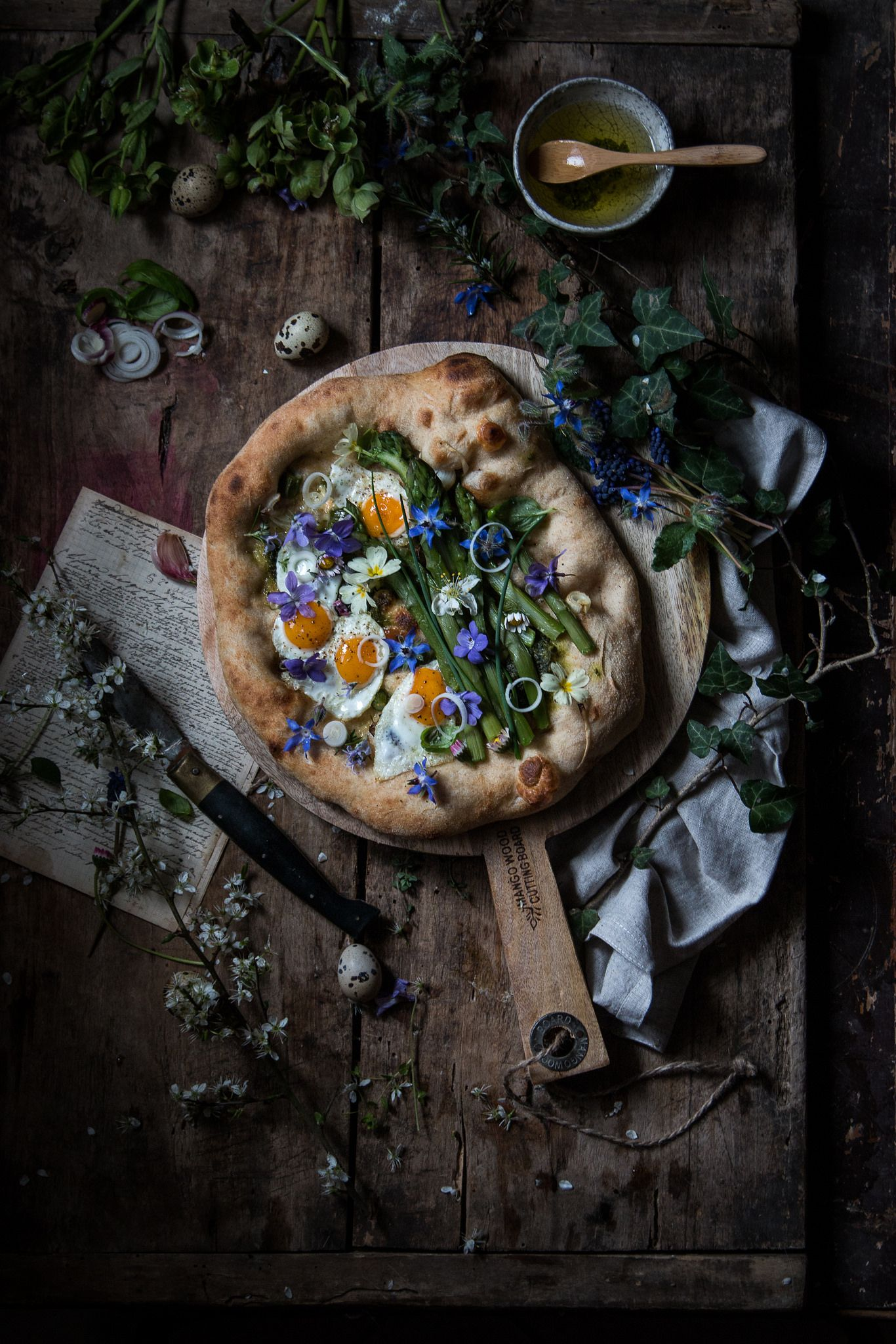 Pizza Con Asparagi 1 Di 1 Moody Food Photography Food Photo