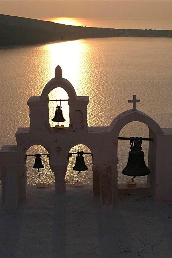 Santorini, Greece via @Carol Attridge and Craig @Caz and Craig @yTravelBlog #Travel #Wanderlust #SummerIsComing