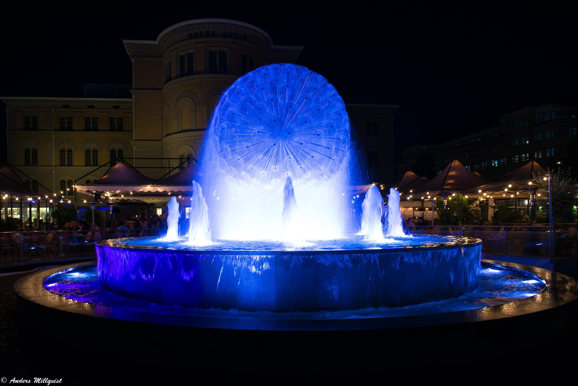 Blue fountain - https://millqvist.se/wp-content/uploads/D17_1649.jpg - https://millqvist.se/?p=548