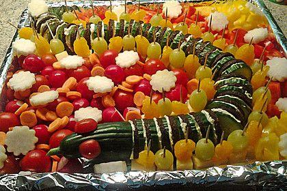 gurkenschlange im gem sebeet kindergeburtstag salad kids meals und finger foods. Black Bedroom Furniture Sets. Home Design Ideas