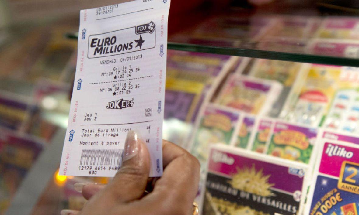 Après avoir gagné 500.000 francs au Millionnaire en 1997, il gagne un million d'euros à l'Euromillions