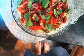 Kuiskauksia: Yrttinen tomaattipiirakka