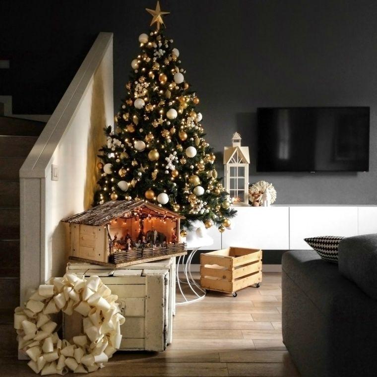 bolas de oro y blanco para decorar el rbol en navidad