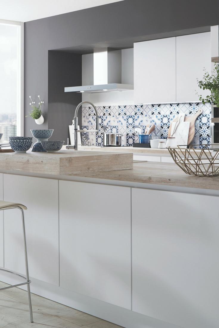 Modern Delft ist das Thema dieser Küche Küche
