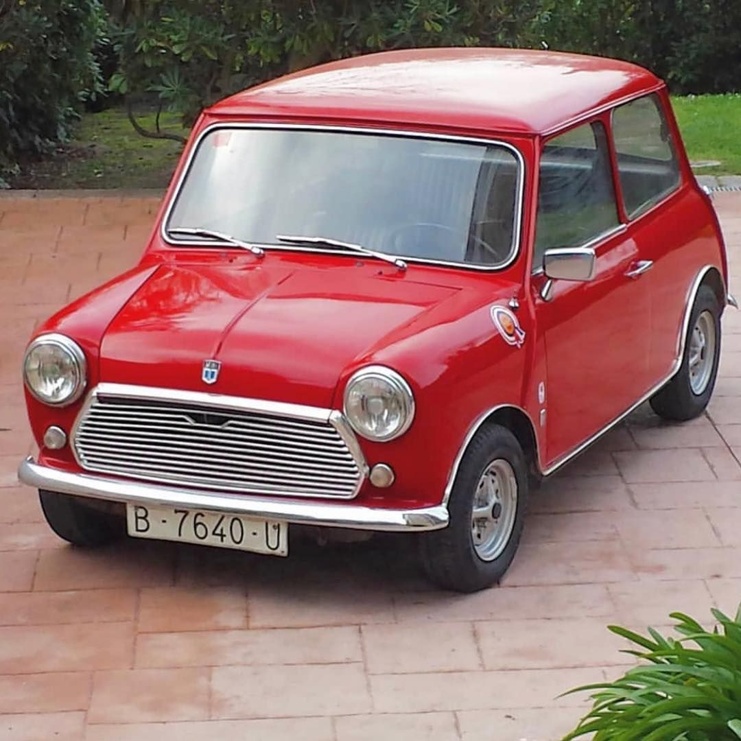 The 3rd Series Mini Had Several Body Modifications Including Larger Rear Side Windows And Larger Classic Mini Mini Classic Cars