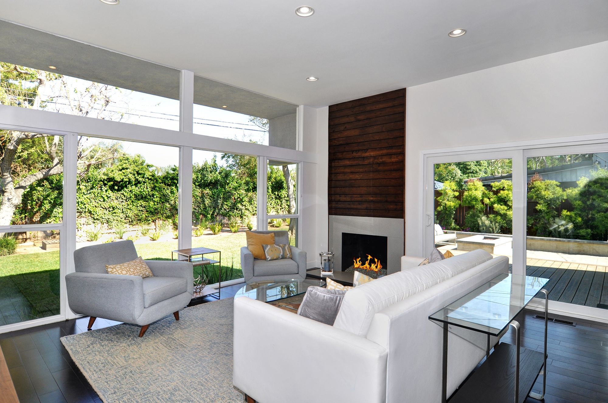 eichler inspired mid century modern home featuring 12 ceilings
