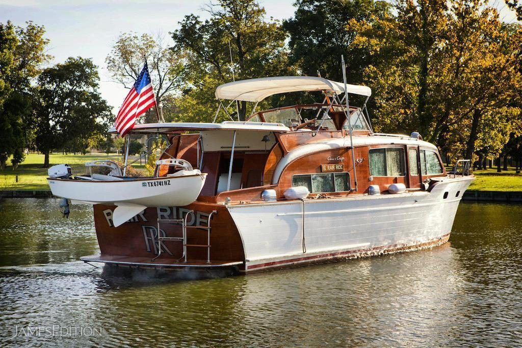 ChrisCraft Flybridge Motor Yacht in United States for