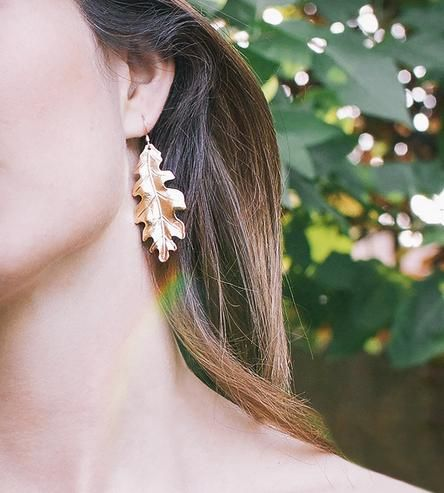 Autumn or otherwise, these mighty oak leaves fall softly in a generously scaled drop. The Large Oak Leaf Earrings are a true-to-nature tribute to the finer details of living foliage, handcrafted with vintage tools and electroplated in gleaming gold. Turn, turn, turn.