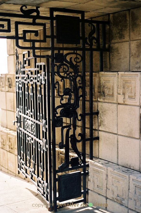 Ennis House | The gate at Ennis House by architect Frank Lloyd Wright, Los Angeles ...