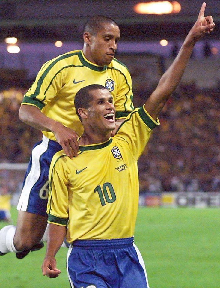 Roberto Carlos Y Rivaldo Com Imagens Selecao Brasileira De