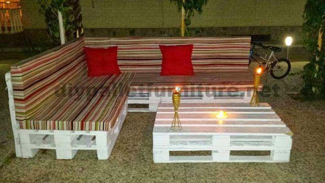 sofa hecho de palets y mesita de centro para el jardn