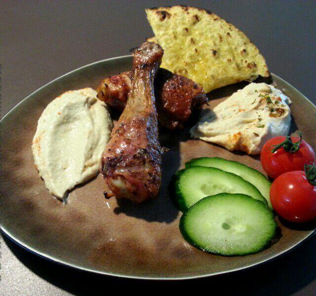 レシピとお料理がひらめくSnapDish - 22件のもぐもぐ - Chicken, babaganoush, hummus and bread by Frank & Jolanda
