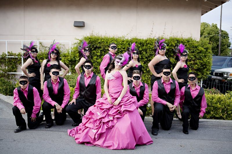 Masquerade themed Quinceanera ~ love this picture ...