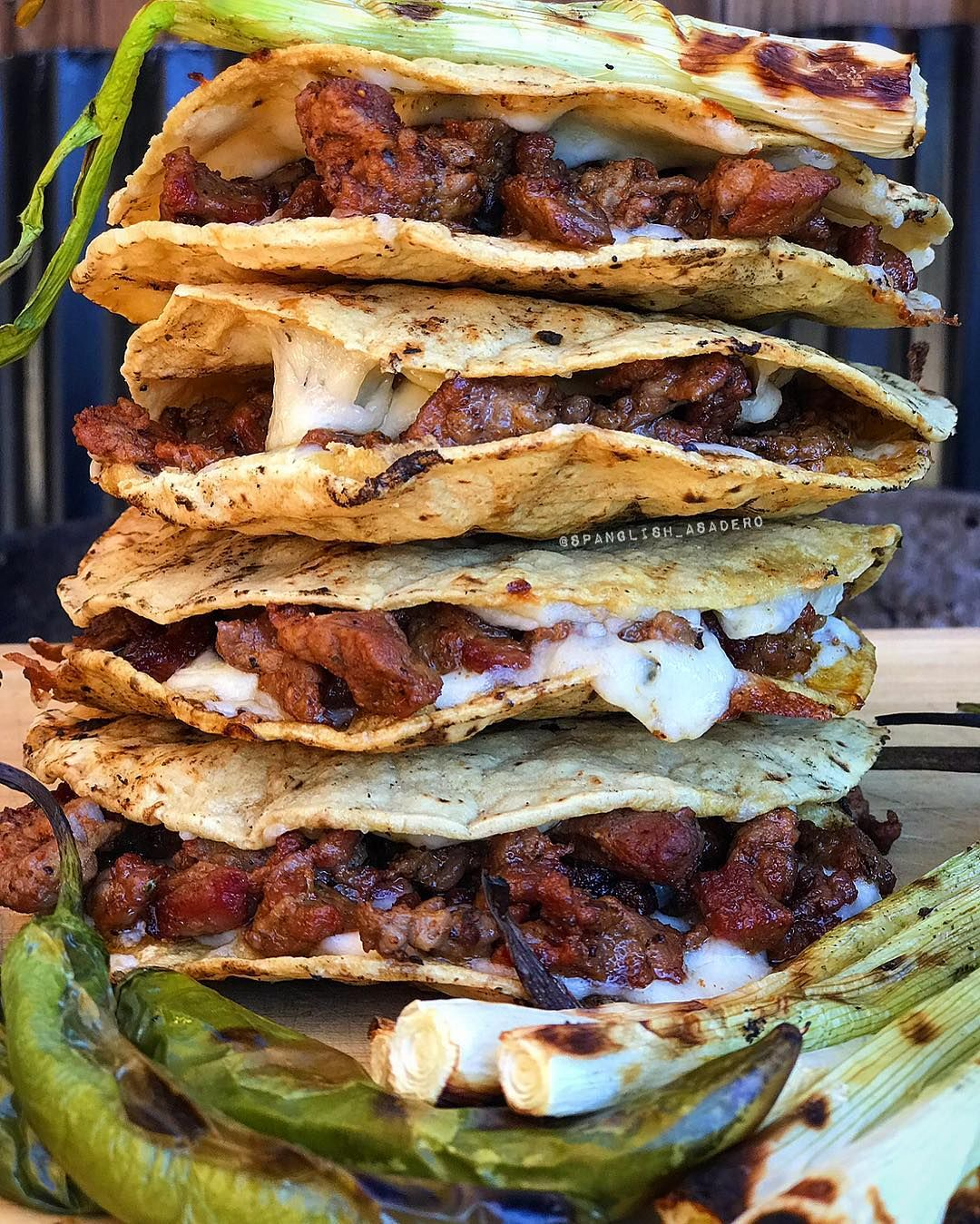 Spanglish Asadero On Instagram A Tower Of Mulitas De Carne Asada Echas Al Carbon Estilo Spanglish Asadero Hechas Con Qu Mexican Food Recipes Food Recipes Hey everyone, in today's video we showed you guys on how to make some delicious mulitas de carne asada, mulitas are a kind. spanglish asadero on instagram a