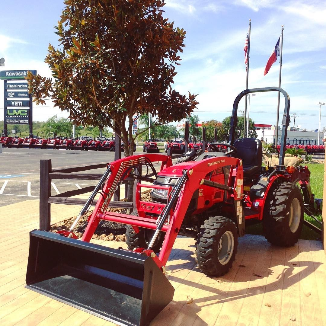 Hardly A Cloud In The Sky Today Uvcpowersports In Alvin Texas Come Out And See Us Folks It S A Beautiful Day Fo Mahindra Tractor Outdoor Shopping Tractors