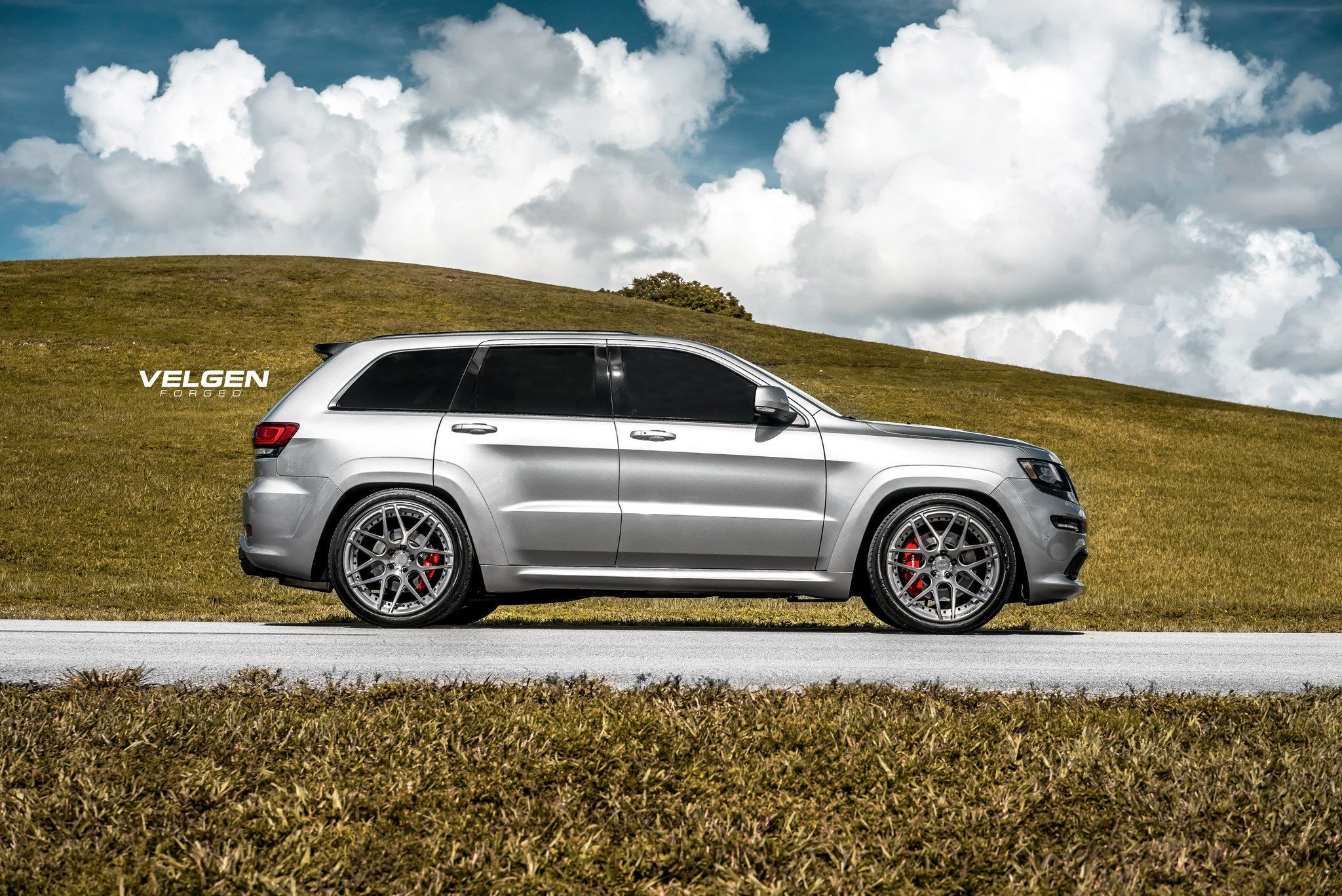 Unmatched Style Jeep Grand Cherokee Srt Fitted With Velgen
