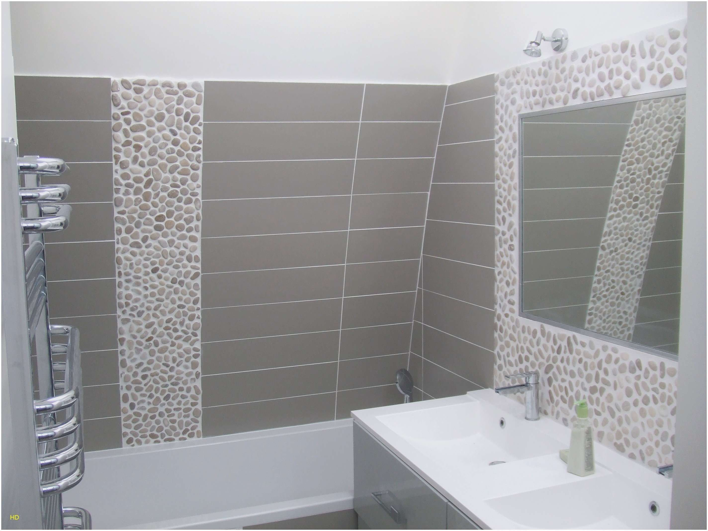 Faire Un Joint De Baignoire En Silicone De Nos Designers Favoris Small Bathroom Remodel Small Bathroom Bathrooms Remodel