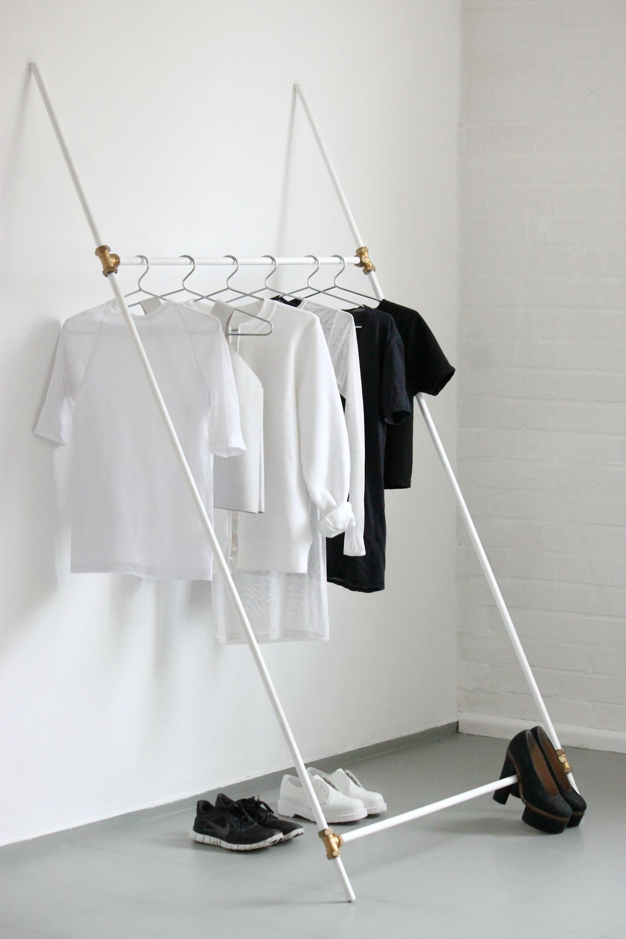 Kleideraufbewahrung Ideen Clothing Rack Made From Plumbing Tubes Home