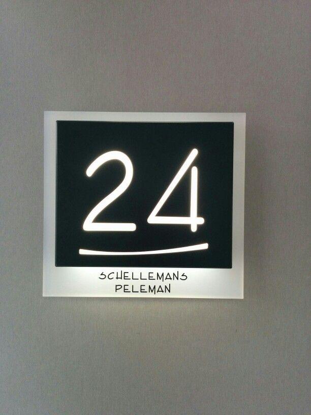 Huisnummer met LED-verlichting. | Verbouwideetjes | Pinterest